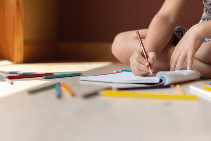 art-child-colored-pencils